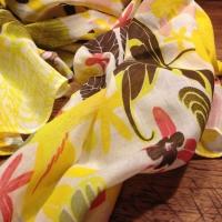 Halstuch mit Blumenmuster
